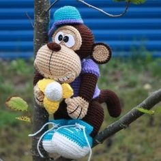 Create this wonderful crochet monkey amigurumi with a lot of interesting accessories! Follow this free amigurumi pattern to amaze your friends!