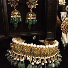 Gold#goldbyreamamalik #vintage#oldschool#emeralds#treasurechest #hyderabadi lacha#antique#70's style#bridal #dulhan#allineedformywedding #handmedown #momstreasures