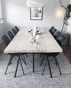 A l m o s t f r i d a y … a g a i n 😳😅 Ha en herlig kveld alle sammen 💛 (bilde fra tidligere) Mooie bank Discover exquisite chandeliers, table lamps, wall lamps suspension lamps and many other lighting fixtures. Reclaimed Wood Dining Table, Furniture Dining Table, Modern Dining Table, Raw Wood Furniture, Kids Room Furniture, Interior Design Kitchen, Interior Design Living Room, Living Room Decor, Dining Room Inspiration