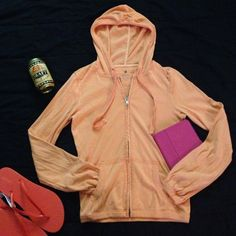 🔆Light orange aerie hoodie size small This super cute hoodie has gathered wrists. Very comfy lightweight material. On those spring and summer night when you just need a light jacket. Or walking on the beach. Or hanging out with friends. aerie Tops Sweatshirts & Hoodies