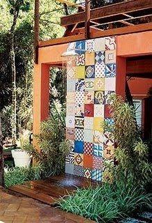 chuveirão de azulejos antigos