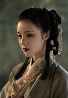 Chinese Clothing Traditional, Traditional Fashion, Traditional Outfits, Beautiful Young Lady, Beautiful Asian Women, Warrior Girl, Pretty Asian, Chinese Culture, Hanfu