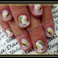 Nail com Borboleta by Micaela Dantas.