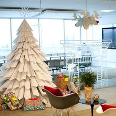 DIY Paper Christmas Tree @Ashley Walters Walters 'Moore' Nacke i thought of you that MOOSE head!! Tree to match? ;)