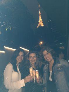 Fiquei muito feliz com presença dessas duas amigas ! Venham mais v seus! Torre Eiffel