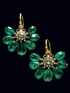 Seventeenth century Ottoman emerald earrings, Pair of very rare enameled gold earrings with emeralds and small diamonds. Ottoman ca 1690 see for very similar example exhibited in the Top Kapi museum Istanbul. Emerald Earrings, Emerald Jewelry, Gold Jewelry, Jewelry Accessories, Fine Jewelry, Jewelry Design, Green Earrings, Bridal Earrings, Crystal Earrings