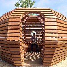 """""""Relaxing work area atop the rooftop garden at building 20."""" Facebook   Glassdoor-Fotos"""