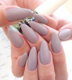 16 Stiletto Manicures That Look Great