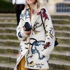 sandrasofyan:Christian Dior S/S 2018 streetstyle (beautiful knitting) Crochet Coat, Crochet Jacket, Crochet Cardigan, Crochet Clothes, Sweater Cardigan, Knitwear Fashion, Knit Fashion, Fashion Coat, Fashion 2018