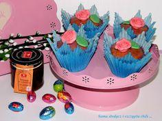 Sama słodycz i szczypta chili : Babeczki z makiem i wiśnią w czekoladzie .