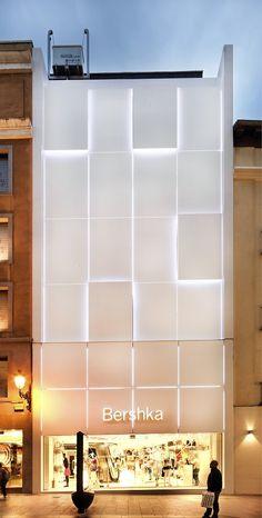 Bershka INDITEX (Madrid) Retail Architecture, Commercial Architecture, Contemporary Architecture, Architecture Details, Mall Facade, Retail Facade, Building Facade, Building Design, Facade Design