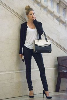 Doutzen Kroes looks so stylish in this simple everyday attire Mode Outfits, Fashion Outfits, Womens Fashion, Fashion Models, Fashion Beauty, Fashion Trends, Style Fashion, Fashion Inspiration, Doutzen Kroes