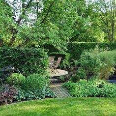 I princip klart — Almbacken Trädgårdsdesign Back Gardens, Small Gardens, Outdoor Gardens, Small Garden Landscape, Landscape Design, Amazing Gardens, Beautiful Gardens, Garden Pots, Lush Garden