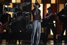 """CMA Awards 2013: Tim McGraw performing """"Southern Girl"""" Cma Awards, Faith Hill, Tim Mcgraw, Country Music, Festivals, Southern, Concerts, Festival Party, Country"""