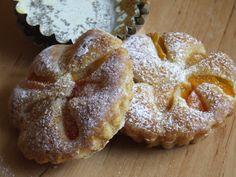 Martinkap: Marhuľový koláčik Czech Recipes, Russian Recipes, Food Inspiration, Czech Food, Muffin, Rolls, Chocolate, Breakfast, Sweet