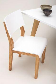 Silla Mina de Unimate. En madera paraíso maciza, con asiento y respaldo combinados en laca blanca. Mirá más #sillas para tu casa en www.unimate.com.ar #unimate