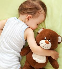 Keeping children too cool can disrupt sleep* and obviously too warm can do the same. So how should I be dressing baby for sleep? Baby Sleep Site, Toddler Sleep, Kids Sleep, Toddler Pillow, Toddler Night Terrors, Bedtimes By Age, Baby Sleep Regression, Need Sleep, Sleep Help