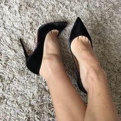 Black Stiletto Heels, Black High Heels, High Heels Stilettos, High Heel Boots, Heeled Boots, Hot Heels, Sexy Heels, Talons Sexy, Beautiful High Heels