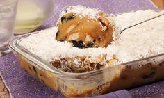 O Pavê de Ameixa com Doce de Leite é muito prático e delicioso. Faça para a sobremesa da sua família e agrade a todos! Veja Também:Pavê de Limão com Choco
