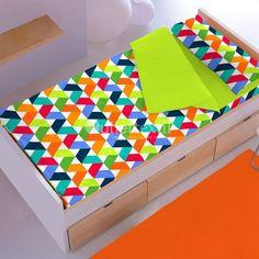 Saco Nórdico RULES Denisa Home. Estampado formado por cenefas en zig-zag de colores llamativos. Todo un diseño llamativo con el que vestirás la habitación infantil de una forma moderna.