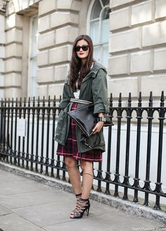 Why hello there Miss Peony Lim with your signature specs and gorgeous Valentino Clutch..How is you? #leeoliveira