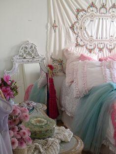 Shabby Chic Decor ● Bedroom
