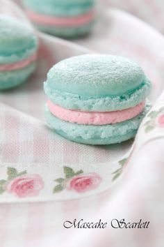 Macarons ~ Aqua and Pink by VoyageVisuelle Macaron Cookies, Macaron Recipe, Cupcakes, French Macaroons, Pastel Macaroons, Pretty Pastel, Pastel Pink, Cute Food, Snacks