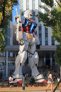 1/1 scale Gundam at Diver City, Odaiba, Toyko, Japan.