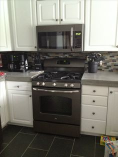 Super Ideas For Kitchen Black Stainless Appliances White Slate Kitchen, Farmhouse Kitchen Cabinets, New Kitchen, Kitchen Black, Kitchen Ideas, Slate Appliances, Stainless Appliances, Kitchen Appliances, Vintage Appliances