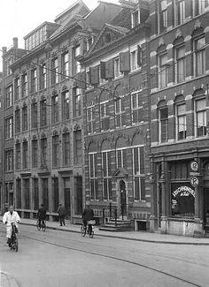 AMSTERDAM - Het Rembrandthuis in de Jodenbreestraat. 22 juni 1943 Wo, Oorlogsjaren. ANP PHOTO Co Zeylemaker Amsterdam Winter, Amsterdam Holland, New Amsterdam, Interesting Buildings, The Old Days, Old City, Rotterdam, Old Pictures, Netherlands