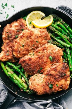 Crispy Garlic Chicken with Asparagus is an easy 30 minute meal with crispy breaded chicken and crisp and tender asparagus. This is a family favorite meal! Asparagus On The Stove, Chicken Asparagus, How To Cook Asparagus, Asparagus Recipe, Garlic Chicken, Parmesan Asparagus, Meals With Asparagus, Healthy Breaded Chicken, Breaded Chicken Recipes