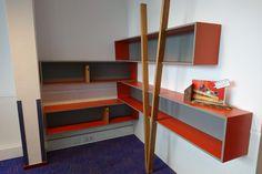 Hoek-boekenkast 'V' - Meubelmakerij Kruizinga Loft, Doors, Tv, Furniture, Home Decor, Decoration Home, Room Decor, Television Set, Lofts