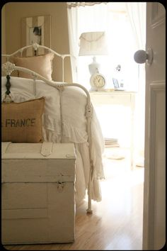 Great Twin for this small bedroom, still gives the impact of a larger frame.