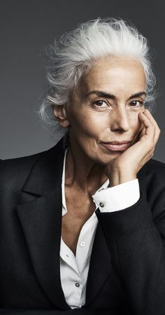 Yazemeenah Rossi aka Yasmina Rossi from Corsica, France a world famous silver hair model, an International Model, Photographer, and Social Media Influencer. Wise Women, Old Women, Mannequin Senior, Yasmina Rossi, Beautiful Old Woman, Business Portrait, Advanced Style, Ageless Beauty, Going Gray