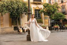 Schlichtes, elegantes bezauberndes Kleid. Dieser natürlich Look lässt dich wunderschön strahlen. Lady, Wedding Dresses, Fashion, Beams, Veils, Nice Asses, Bride Dresses, Moda, Bridal Gowns