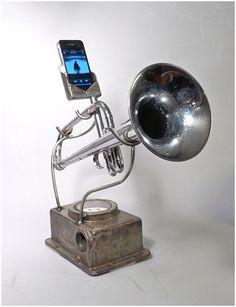 Trumpet iPod speaker
