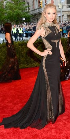 Best Dressed at the 2013 Met Gala – Taylor Swift in J. Mendel