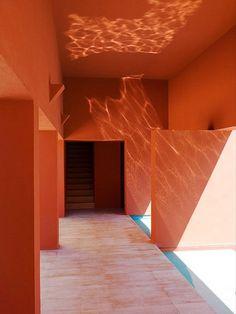 House in Reno, Nevada 1999 designed by Ricardo Legorreta ( via ) Colour Architecture, Interior Architecture, Interior And Exterior, Orange Interior, Home Design, Modern Design, Interior Design, Color Of The Year, Colorful Interiors