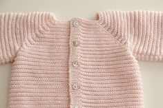 Ropa de lana: Jersey de punto paso a paso (patrones gratis) | | Oh, Mother Mine DIY!! Baby Cardigan, Baby Knitting, Crochet Baby, Baby Shower Gifts, Baby Kids, Baby Baby, Kids Fashion, Pullover, Children