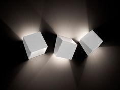 Lampada da parete a luce indiretta Collezione 25° by tossB   design Alain Monnens