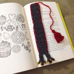 Para leitores amantes de dragões!  #gameofthrones #bookmarker #marcadordelivro #croche #crochet #artesanato #amigurumi #instacrochet #pontopipoca #handmade by pontopipoca