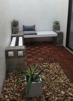 Painted or not, breeze blocks and wood can be used in a variety of ways to set up a seating area in the garden. We offer more great ideas for using breeze blocks in the garden. Garden Design, Outdoor Patio Furniture, Backyard Design, Garden Sofa, Patio Furniture, Front Yard Landscaping, Garden Seating Area, Brick Decor, Breeze Blocks