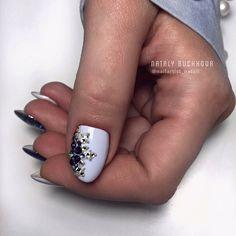 КАКИЕ ТВОИ СНЕЖИНКИ НА НОГОТКАХ? Пиши цифру в комментарии  ⠀ 1. Из страз 2. Нарисованы от руки 3. Стемпинг или аэрограф 4. Свой вариант ⠀ #nailsoftheday_com #маникюрдня #ногти #гельлак #дизайнногтей #идеидляманикюра #мастерманикюра #nailмастер #gelpolish #nails #маникюр #снежинкананогтях #зимнийманикюр #новогоднийманикюр
