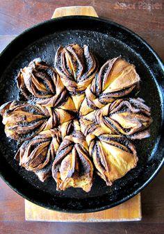 Daring Bakers 02-14: Pan de canela en forma de flor