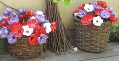 come riciclare delle bottiglie di plastica per creare dei bellissimi mazzi di fiori :)