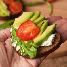 Cinci alimente care te fac FERICIT Good Vibes, Avocado Toast, Sandwiches, Breakfast, Food, Breakfast Cafe, Essen, Paninis, Yemek