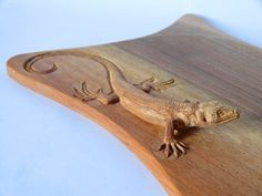 I love how this lizard was carved, coming ever so gradually out of the wood.