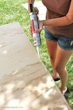 Learn how to make a rolling DIY outdoor storage box / bench for your patio or deck with this step by step tutorial. Outside Storage Bench, Outdoor Storage Boxes, Patio Storage, Diy Storage Bench, Diy Porch, Diy Deck, Backyard Projects, Diy Wood Projects, Hobby Box