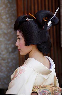 Natural and beautiful 😚 Japanese Geisha, Japanese Beauty, Japanese Kimono, Vintage Japanese, Japanese Art, Japanese Things, Japanese Design, Samurai, Rare Clothing