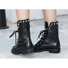 Image issue du site Web http://pmcdn.priceminister.com/photo/rangers-cuir-skull-biker-clou-gothique-gothic-bottes-bottines-chaussure-airsoft-moto-tete-mort-squelette-os-warfare-airsoft-motarde-paintball-960224002_ML.jpg